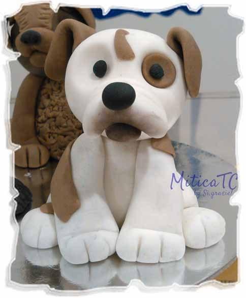 Piccolo Bulldog in pasta di zucchero sempre realizzato a mano da MiticaTC