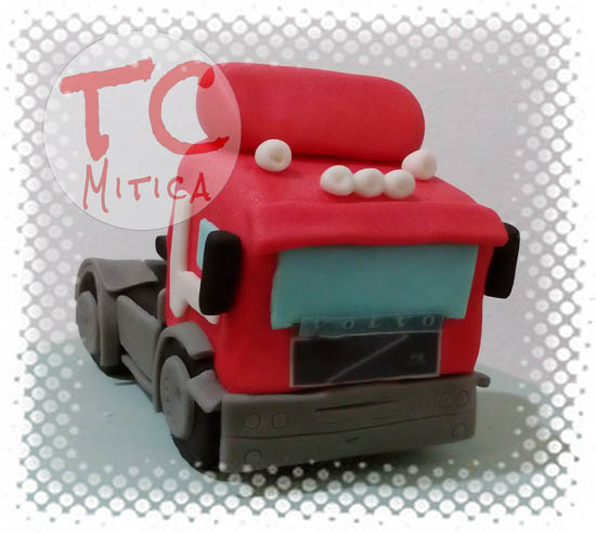 Topper a forma di Motrice di un camion Volvo in pasta di zucchero