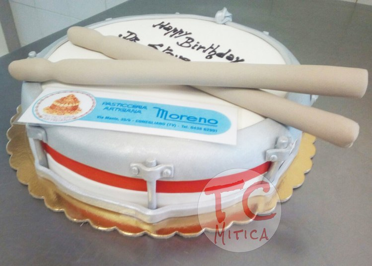 Tamburo in Pasta di Zucchero Torta Tamburo realizzata in collaborazione con una pasticceria