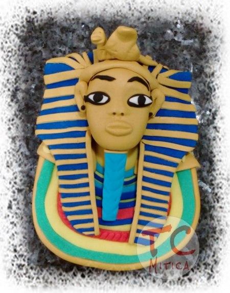 Placca con raffigurato il Faraone Tutankhamun per un'appassionata degli antichi Egizi