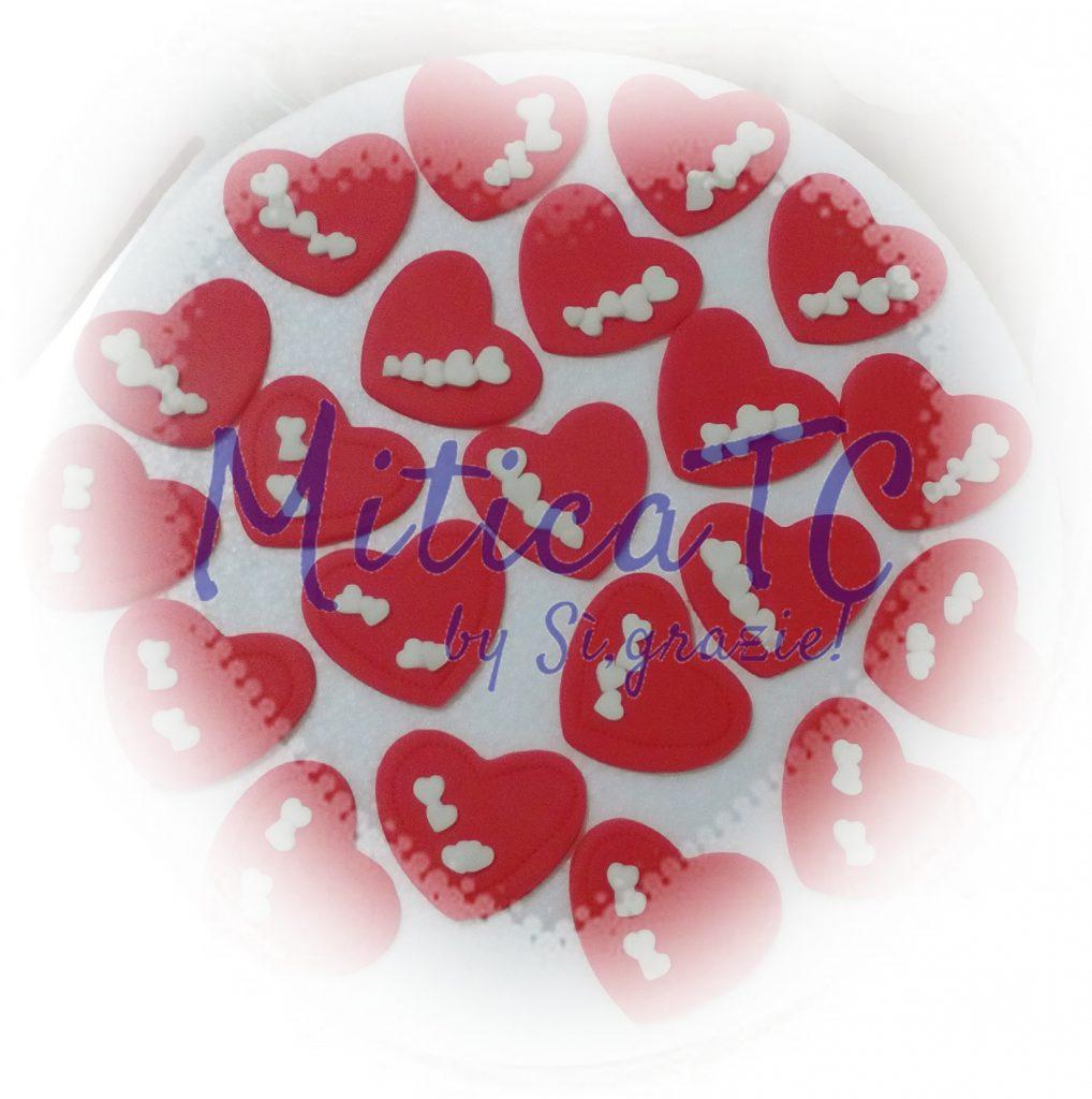 cuoricini rossi in pasta di zucchero segnaposto di San Valentino