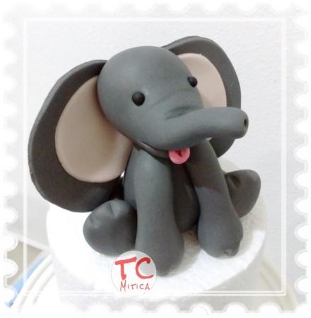 elefantino grigio in pasta di zucchero