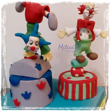 topper a tema circo con Clown in pasta di zucchero