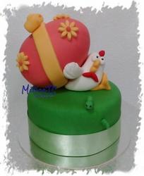 Torta finta con gallina e uovo gigante