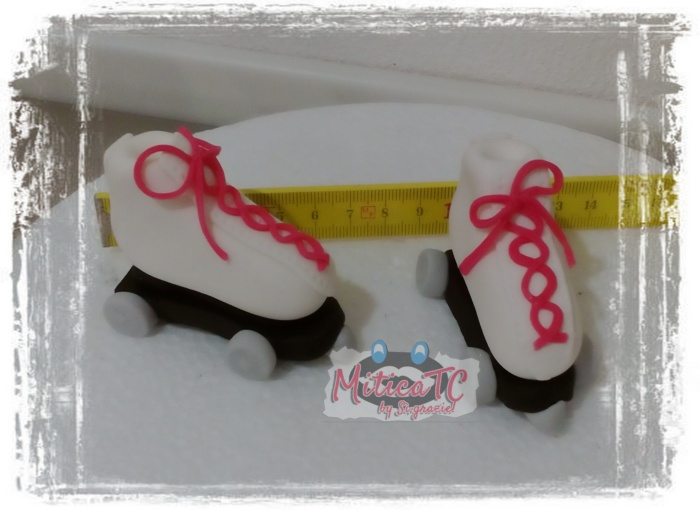 Mini pattini a rotelle in pasta di zucchero